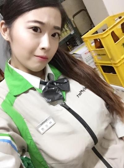 台湾のファミリーマートの爆乳店員 4