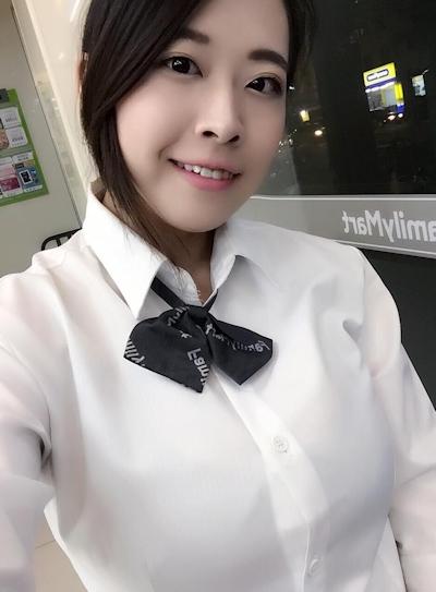 台湾のファミリーマートの爆乳店員 5