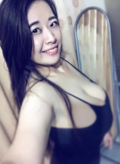 台湾のファミリーマートの爆乳店員 8