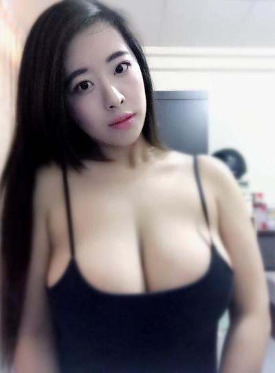 台湾のファミリーマートの爆乳店員 9