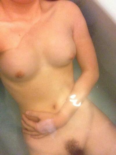 美乳な素人女性の入浴自分撮りヌード画像 3