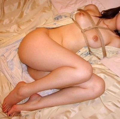 緊縛されてる美女のヌード画像 8