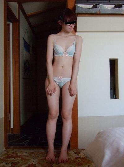 美微乳&パイパンな素人女性の流出ヌード画像 3
