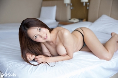 Fカップ美巨乳の20歳清楚系美女のセクシーヌード画像  11