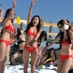 中国・四川省の5000mの雪山からビキニ美女10人がライブ配信