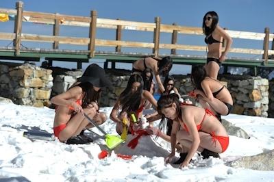 中国・四川省の5000mの山頂からビキニ美女10人がライブ配信 2