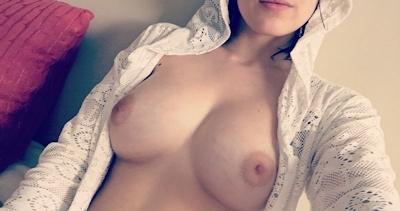 美乳&パイパンな素人女性の自分撮りヌード画像 7
