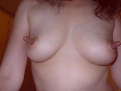 長い乳首が勃起してる乳首画像 12