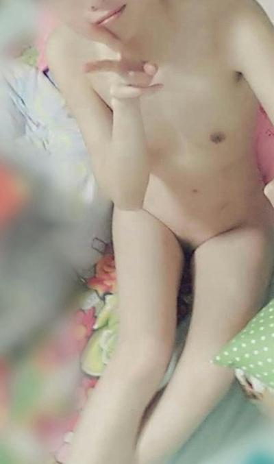 スレンダー微乳な素人女性の自分撮りヌード画像 10