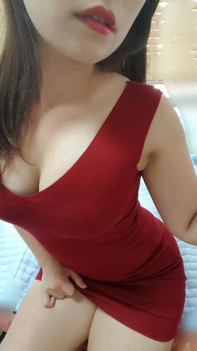 巨乳なアジア系女性の自分撮りヌード画像 6