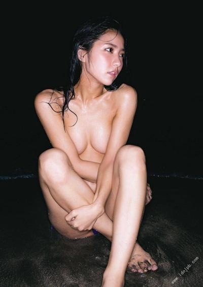 石川恋 セクシーセミヌード画像 4