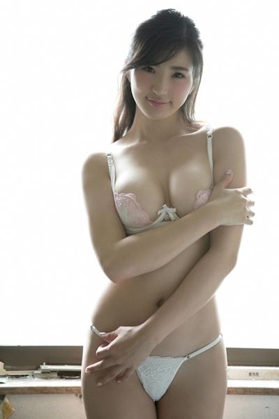 松嶋えいみ セクシーグラビア画像 2