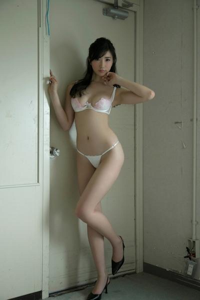 松嶋えいみ セクシーグラビア画像 3