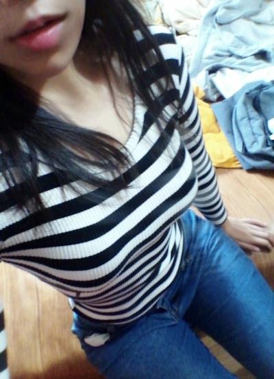 巨乳な韓国美少女の自分撮りヌード画像 1