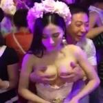 金を取っておっぱいを揉ませてる巨乳女性のセクシー動画