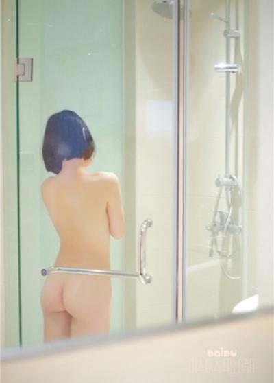 美微乳な少女のシャワーヌード画像 9