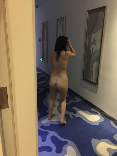 美人妻の調教ヌード画像 4