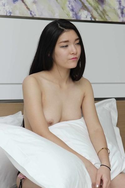 美乳な中国美女のヌード画像 4