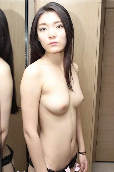 美乳な中国美女のヌード画像 8