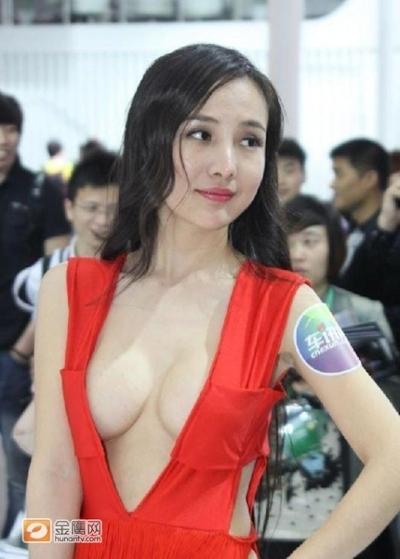 セクシーすぎる中国のモーターショーコンパニオンの画像 2