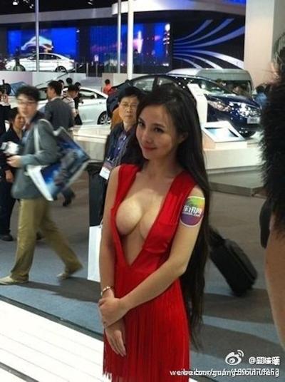 セクシーすぎる中国のモーターショーコンパニオンの画像 3