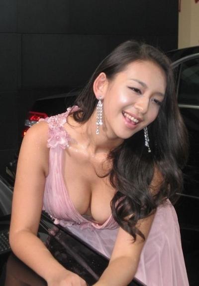 セクシーすぎる中国のモーターショーコンパニオンの画像 6