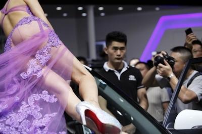 セクシーすぎる中国のモーターショーコンパニオンの画像 7