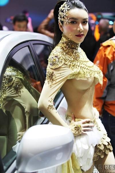 セクシーすぎる中国のモーターショーコンパニオンの画像 10
