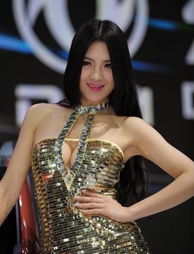 セクシーすぎる中国のモーターショーコンパニオンの画像 11