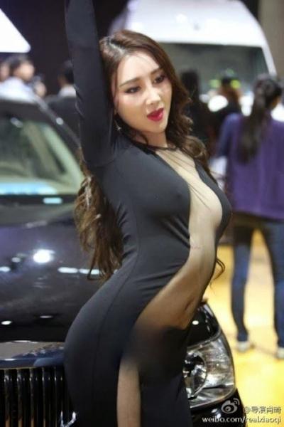 セクシーすぎる中国のモーターショーコンパニオンの画像 16