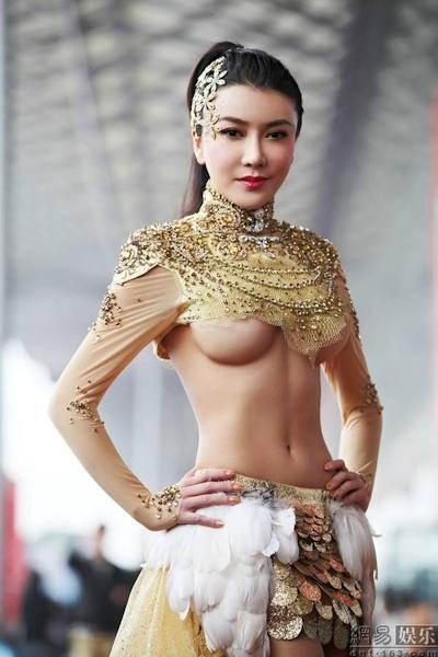 セクシーすぎる中国のモーターショーコンパニオンの画像 17