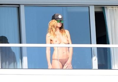 ドイツ出身のスーパーモデル Heidi Klum (ハイディ・クルム) パパラッチされたトップレス画像 2