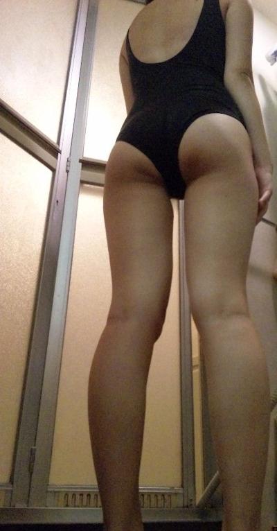Fカップ巨乳なスク水女子大生の自分撮りヌード画像 4