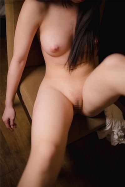 美乳パイパン美少女のヌード画像 10