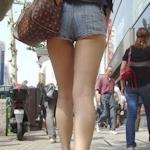 街中で撮影したセクシー美脚画像特集