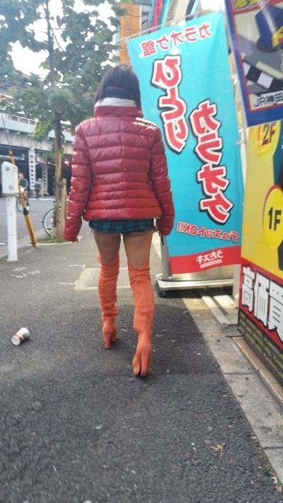 街中で撮影したセクシー画像 9