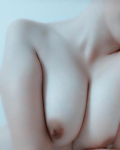 日本の20歳ロリ系美少女の自分撮りおっぱい画像 11
