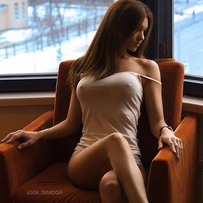 西洋美女のノーブラ乳首ポッチ画像 3