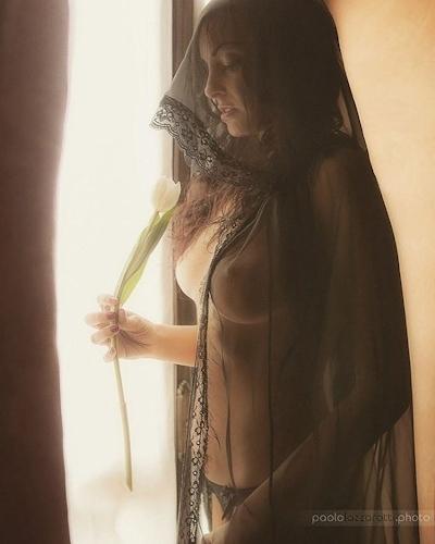 西洋美女のノーブラ乳首ポッチ画像 13