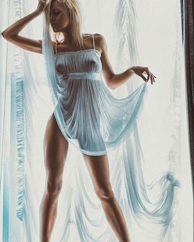 西洋美女のノーブラ乳首ポッチ画像 14