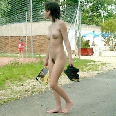 日本の素人美女の野外露出ヌード画像 10