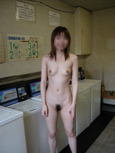 日本の素人美女の野外露出ヌード画像 16