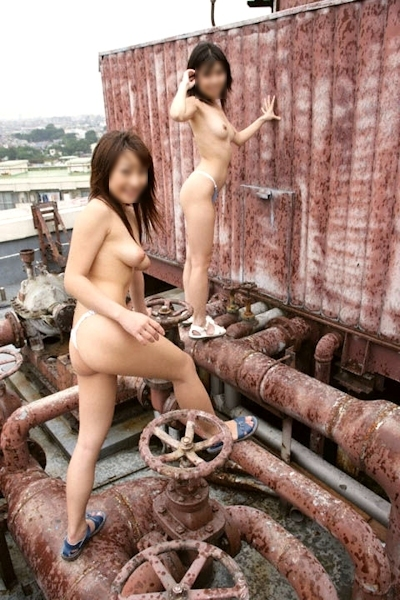 日本の素人美女の野外露出ヌード画像 22