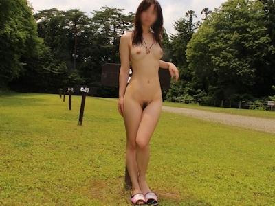 美乳な日本の素人女性の野外露出ヌード画像 6