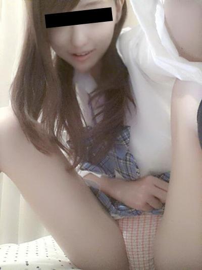 日本の極上美少女の自分撮りヌード画像 1