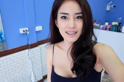 美人でセクシーな美容師のいるタイの理髪店 1