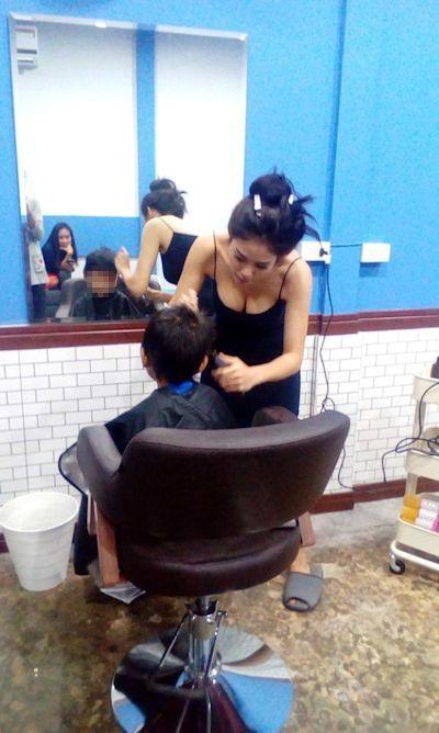 美人でセクシーな美容師のいるタイの理髪店 2
