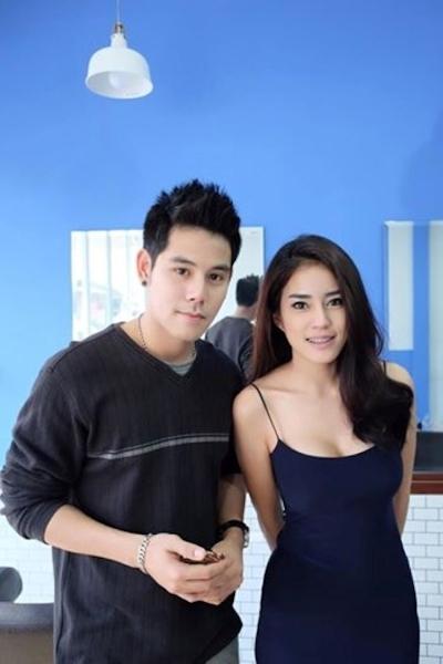 美人でセクシーな美容師のいるタイの理髪店 7