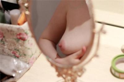 Dカップおっぱいな素人女性のヌード画像 2