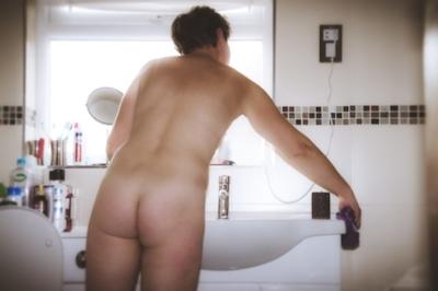イギリスの全裸清掃サービス 「Naturist Cleaners」 5